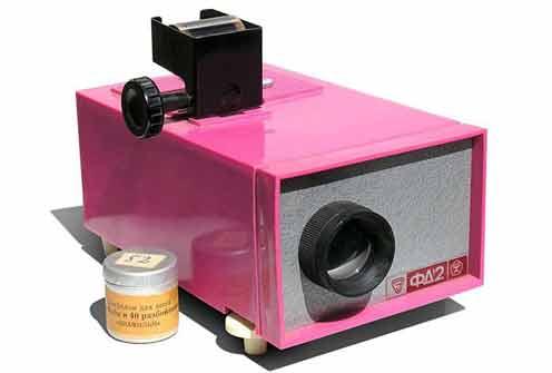 В СССР выпускались и диапроекторы слайд-шоу упрощенного вида для просмотра фотографий с рулонных фотоматериалов получившие название «Фильмоскоп»
