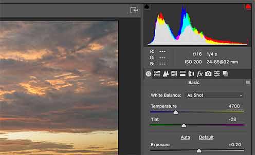 Изменения параметров экспозиции фотографии в RAW-конверторе можно сразу контролировать по гистограмме кадра